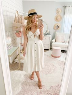Summer weather has officially arrived! Staying on-trend in the heat is   easy with the correct fabrics and silhouettes to keep you cool.   #expresstrends #summertrends #strawhat Classy Summer Outfits, Spring Work Outfits, Outfits With Hats, Boho Outfits, Night Outfits, How To Make Skirt, Clothing Blogs, Summer Trends, Spring Summer Fashion