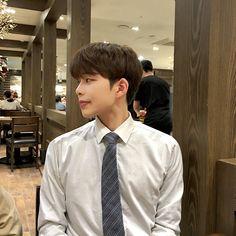 Seonho is that u? Beautiful Boys, Pretty Boys, Cute Boys, Korean Boys Ulzzang, Ulzzang Couple, Style Ulzzang, Ulzzang Girl, Korean Aesthetic, Aesthetic Boy