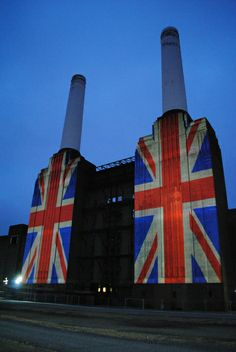 Union Flag Projection at Battersea Power Station, Kirtling Street England And Scotland, England Uk, London England, Battersea Power Station, Art Deco Stil, 3d Video, Union Flags, London Landmarks, National Treasure