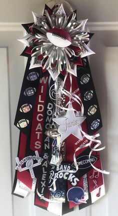 This listing is for a boys homecoming garter. These are 15 -18 in length. Let me know the age so I can adjust size. I make this one with