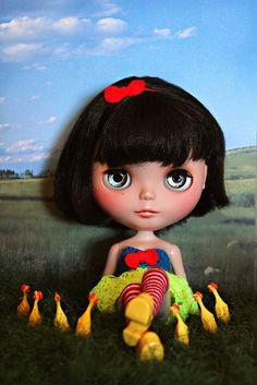 Snow White (Disney) x Blythe. Curated by Suburban Fandom, NYC Tri-State Fan Events: http://yonkersfun.com/category/fandom/