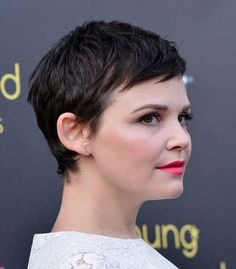 If you're looking for some seriously hot new ways to wear a pixie cut, Ginnifer Goodwin's your main muse. In this article, we present some of the best pixie. Short Hairstyles Fine, Short Pixie Haircuts, Pixie Hairstyles, Pretty Hairstyles, Funky Short Hair, Short Hair Cuts, Pixie Cuts, Hair Is Full Of Secrets, New Hair Do