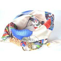 Collana in seta realizzata con un foulard e pietre e due moschettoni come chiusura