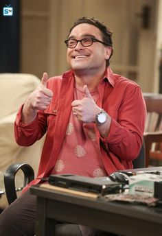 Johnny Galecki in The Big Bang Theory The Big Theory, Big Bang Theory, Female Friends, Friends Tv, Movies Showing, Movies And Tv Shows, John Ross Bowie, Leonard Hofstadter, Johnny Galecki