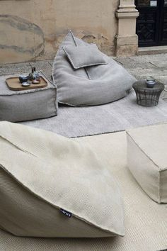 Beanbag Outdoor - 20 trendy interior design ideas for the modern outdoor area - Decoration TopSail Pouf - / 75 x 75 cm - H 35 cm - Square Black by GanI usually HATE Bean Bags, but these are pretty stylish. Bean Bag Living Room, Modern Bean Bags, Diy Pouf, Outdoor Bean Bag, Home Decoracion, Floor Seating, Ikea Chair, Kids Bedroom Furniture, Pouf Ottoman