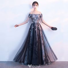 Chic / Beautiful Black Evening Dresses 2018 A-Line / Princess Appliques Lace Flower Crystal Sequins Off-The-Shoulder Sleeveless Backless Floor-Length / Long Formal Dresses – idee per vestire Dresses For Teens, Trendy Dresses, Cute Dresses, Beautiful Dresses, Casual Dresses, Girls Dresses, Prom Dresses, Formal Dresses, Tailored Dresses