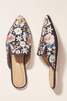 Discover unique women's flats, oxfords and slip-on shoes at Anthropologie, including the season's newest arrivals. Oxfords, Mules Shoes, Loafers, Mule Plate, Urban Bags, Shoes 2018, Bridal Sandals, Bridal Shoes, Women's Fashion Leggings