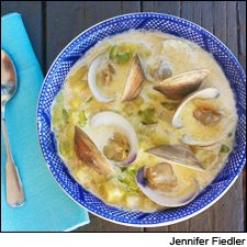 Creamy clam chowder and a Spanish white: Bacon and smoked paprika. Spanish White Wine, Seafood Recipes, Soup Recipes, Clam Chowder, Soup And Sandwich, Wrap Sandwiches, Smoked Paprika, Skinny Recipes, Clams
