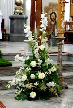 Dekoracja kościoła - Kwiaciarnia De Florist Church Wedding Flowers, Altar Flowers, Church Wedding Decorations, Wedding Altars, Altar Decorations, Funeral Flowers, Vases Decor, Flower Decorations, Rosen Arrangements