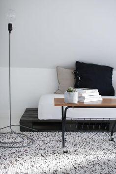 Pallet furniture: 34 contemporary ideas from DIY pure deco ~ Furniture Pallet Furniture Couch, Couch Furniture, Home And Living, Decor, Furniture, Home, Home Diy, Diy Sofa, Home Decor