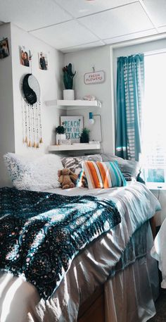 Cute dorm rooms - 40 dorm room decor ideas in 2019 18 Cute Room Decor, Teen Room Decor, Room Ideas Bedroom, Bedroom Inspo, Beach Room Decor, Cozy Bedroom, Bedroom Inspiration, Living Room Decor Tumblr, Spa Bedroom