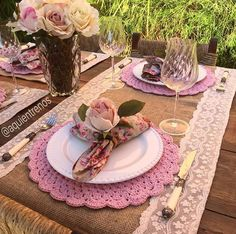 Decoração Crochet Decoration, Decoration Table, Crochet Placemats, Flower Background Wallpaper, Pink Table, Dinner Themes, Boho Home, Paper Flower Backdrop, Christmas Tablescapes