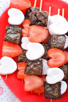 Valentine's Day Treats Six Easy Valentine's Day Treat recipes to make including Cupid's Crunch, Valentine's Day Dessert Kabobs, Chocolate Covered Strawberries, Chocolate Covered Pretzels, and Hearts shaped Rice Krispies Treats. Melt Chocolate In Microwave, Coconut Hot Chocolate, Homemade Chocolate, Chocolate Recipes, Chocolate Art, Chocolate Chips, Rice Krispies, Rice Krispie Treats, Chocolate Covered Pretzels
