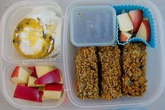 Day 379 - Breakfast for lunch again today. Stuffed blueberry french toast sticks, apples and a passion fruit Chobani yogurt. Easy Lunch Boxes, Bento Box Lunch, Lunch Snacks, Lunch Ideas, Box Lunches, School Lunches, Easy Lunches To Make, Blueberry French Toast, Lunch Containers
