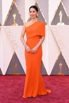 Olivia Munn wears Stella McCartney on the 2016 Oscars Red Carpet