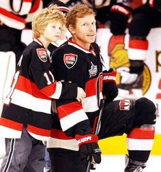 Daniel Alfredsson -Ottawa Senators with his son. Hockey Baby, Ice Hockey Teams, Hockey Games, Hockey Stuff, Daniel Alfredsson, Lets Go Pens, Hockey World, Vancouver Canucks, Home Team