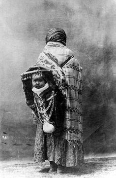 Yakama mother and child