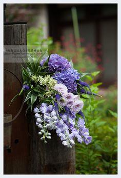 """JFLA Paris Style (Fresh flower)Diploma Class.パリスタイル(フレッシュフラワー)認定資格クラス。""""パリスタイル""""のフラワーテクニックを基本を学びながら、フランスの様々な町からインスパイアされたアレンジメントやブーケも合わせて提案することによりレッスンを受講していく中でフランス全体のストーリーや花の空気感を味わう事ができるでしょう。使用する季節の花や緑は朝一番に仕入れへデザイナーが直接買い付けを行い、その時期に適した花と緑を楽しむことができます。"""