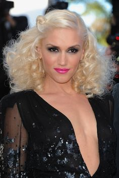 Love the crazy hair & hot pink lips!. #neontrend #gwenstefani
