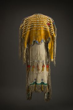 Kiowa dress-Beauty Speaks for Us: Grand Gallery at the Heard Museum - JAVA Native American Images, Native American Regalia, Native American Clothing, Native American Symbols, Native American Design, Native American Artifacts, Native American Beadwork, Native American History, Native Indian