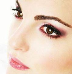 60 Best Indian Bridal Makeup Tips For Your Wedding Bridal Makeup Tips, Simple Wedding Makeup, Indian Wedding Makeup, Daytime Eye Makeup, Threading Eyebrows, Pink Makeup, Pink Lips, Beautiful Bride, Kinky