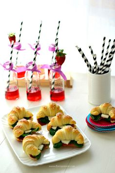 Finger Food: Mini Croissant by Chiarapassion Party Finger Foods, Party Snacks, Tapas, Catering, Mini Croissants, Gluten Free Puff Pastry, Fingerfood Party, Sandwiches, Mini Foods