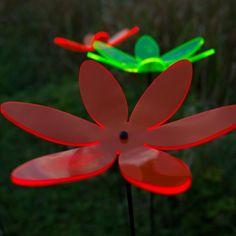 """SUNPLAY Sonnenfänger """"Lotusblume"""" im FARBMIX, 5 Stück zu je 20 cm Durchmesser im Set + 70 cm Schwingstäbe: Amazon.de: Küche & Haushalt"""