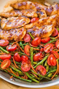 One Pan Balsamic #Chicken And Veggies ~ This easy balsamic chicken recipe is an amazing tasty spin on a plain old chicken dishes.
