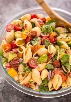 This Creamy Avocado BLT Pasta Salad is so easy and perfect for Summer celebrations! Loaded with crispy bacon, juicy tomatoes, spinach, avocado, and cheddar cheese. This flavorful pasta salad is always a crowd-pleaser! Blt Pasta Salads, Pasta Salad Recipes, Pasta Salad With Avocado, Caprese Salad Dressing, Blt Salad, Spinach Salads, Crab Salad, Spinach Recipes, Clean Eating