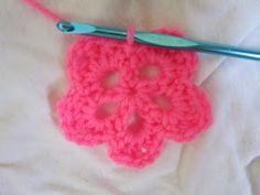 Happy Hook Crochet: Free Flower Pattern