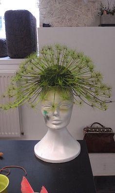 Unique Flower Arrangements, Unique Flowers, Flower Headpiece, Headdress, Chapo, Flower Hats, Garden Club, Arte Floral, Fascinators