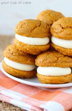 5 Ingredient Pumpkin Cheesecake Whoopie Pies #fall #recipes
