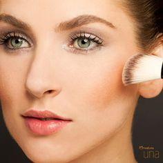 No #verao, aposte nos blushes coral e bronze, que deixam o #look mais natural. #maquiagem #NaturaUna #dica http://www.adoromaquiagem.com.br/dicas-maquiagem/