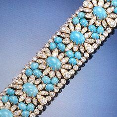 amethyst bead bracelet van cleef and arpels - Google Search Gemstone Bracelets, Gemstone Jewelry, Bangles, Turquoise Earrings, Turquoise Jewelry, Van Cleef And Arpels Jewelry, Pakistani Jewelry, Fine Jewelry, Unique Jewelry
