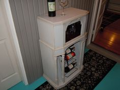 Repurposed Vintage Philco Radio into Wine & Glass storage Wine Glass Storage, Wine Glass Rack, Wine Cabinets, Storage Cabinets, Repurposed Furniture, Diy Furniture, Chablis Wine, Shelves, Mom