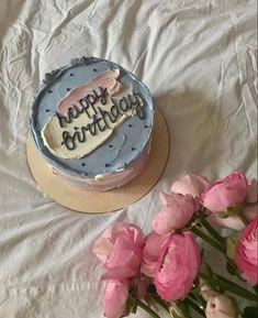 Happy Bday Cake, 22nd Birthday Cakes, Vintage Birthday Cakes, Vintage Birthday Parties, Birthday Cakes For Teens, Pretty Birthday Cakes, Birthday Ideas, Cake Decorating Designs, Cake Designs