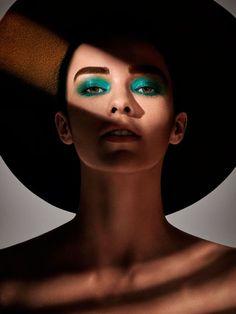 maquiagem olho esfumado verde e boca neutra - chapéu - mac cosmetics fabiana gomes