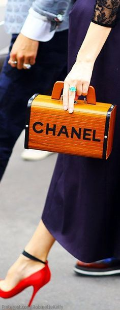 CHANEL A bit too 'lunch boxy' for my taste, but it makes me laugh everytime i look at it in a good kind of way Fashion Mode, Moda Fashion, Fashion Bags, Fashion Accessories, Street Fashion, Chanel Handbags, Purses And Handbags, Gabrielle Bonheur Chanel, Chanel Fashion