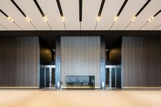フジテック|エレベータ・エスカレータの新規設置、メンテナンス、リニューアル Office Entrance, Office Lobby, Entrance Design, Lobby Interior, Office Interior Design, Living Room Interior, Hotel Interiors, Office Interiors, Ballroom Design