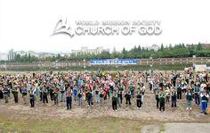 초여름의 열기가 한껏 달아오른 어느 여름 날씨! 500여 명의 대구북부연합회 하나님의교회(안상홍님) 성도들이 '대구의 젖줄, 금호강 살리기 환경보호 실천대회'에 나섰습니다.