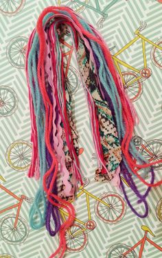 This would be a nice tassel Easy Diy Crafts, Diy Craft Projects, Yarn Crafts, Sewing Crafts, Diy Tassel, Tassel Jewelry, Tassels, Diy Keychain, Tassel Keychain