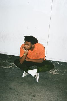 Hip hop sensation Aminé is proving tenfold he's far from a one-hit wonder. Aesthetic Photo, Aesthetic Art, Aesthetic Pictures, Rapper Wallpaper Iphone, Rap Wallpaper, Photo Wall Collage, Picture Wall, Amine Rapper, Rap Style