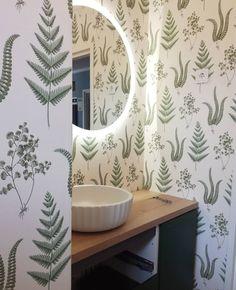 Ihana, kaunis ja raikas wc. #puustellivaasa #puustelli #wc #bathroom #toilet #sisustus #puustellikalusteet #vihreäovi #harjattumänty…