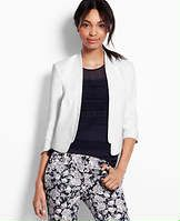 Look polished in any outfit with the addition of this tailored crop white blazer by Ann Taylor! Get yours on sale now