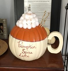 Popular Pumpkin Decorating Ideas For This Halloween And Fall Season 23 Holidays Halloween, Halloween Treats, Halloween Pumpkins, Halloween Diy, Christmas Pumpkins, Cute Halloween Decorations, Halloween Office, Halloween Quotes, Halloween Witches