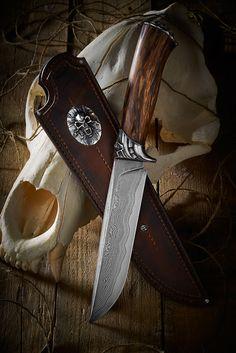 "нож ""CRANIUM"" - 2knife.com Unique Knives, Cool Knives, Knives And Swords, Knives And Tools, Damascus Blade, Damascus Knife, Sword Design, Knife Sheath, Hand Forged Knife"