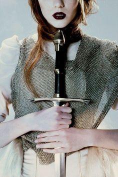 Жанна д'Арк погибла на костре 586 лет назад 30 мая 1431. Нам не известно ни одного прижизненного изображения Жанны, кроме рисунка секретаря парижского парламента, который он сделал на полях своего регистра 10 мая 1429, когда в Париже узнали о снятии английской осады с Орлеана. Сообразно своим…
