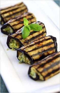 Appetizer Ideas: Grilled Eggplant Rolls-Ups with Ricotta Pesto this looks beautiful Vegetable Recipes, Vegetarian Recipes, Cooking Recipes, Healthy Recipes, Potato Recipes, Vegan Vegetarian, Vegetarian Canapes, Vegetarian Grilling, Tuna Recipes