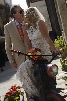 "After a walk through the deep streets of Cortona Cindy and Greg decided to stop for a kiss in an old ""Benelli""...."