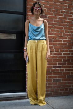 Leandra Medine is seen attending Tibi during New York Fashion Week on September 10 2016 in New York City Leandra Medine, Silk Pants Outfit, Yellow Pants Outfit, Shirt Outfit, Dress Shoes, Fashion Night, Look Fashion, Trendy Fashion, Fashion Outfits